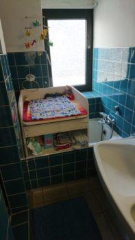 Platzsparender Holzwickelaufsatz auf Badewanne