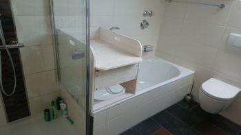 Kombination Wickeltisch Badewanne