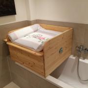Wickelaufsatz für Badewanne mit Schublade aus Holz
