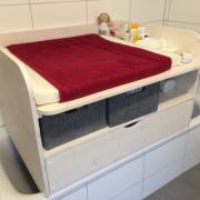 Wickelaufsatz für Badewanne mit Schublade und Ablage oben aus Holz in weiß