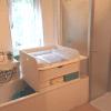 Wickelaufsatz für Badewanne mit Schublade und Ablage unten in weiß