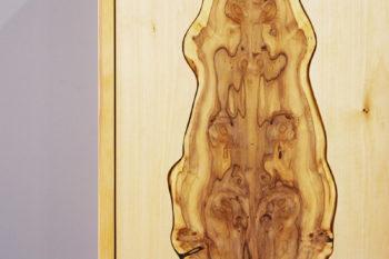 Kleiner Schrank Massivholz Eibenholz Maserung