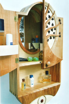 Spiegelschrank aus den Holzarten Mahagoni, Kirsche, Birke, Esche, Ahorn